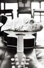 babyguitarBw