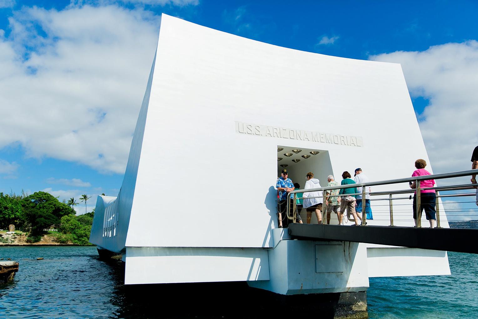 Megan Kelsey Photography Hawaii Oahu Byodo Temple Diamondhead Hike Waikiki Pearl Harbor-0872.jpg